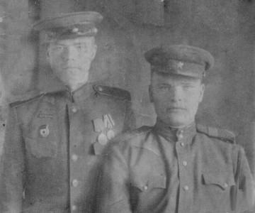 Ник Вас Большаков слева